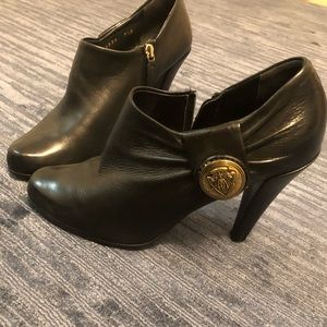 Gucci black leather ankle boots, booties size 7.5